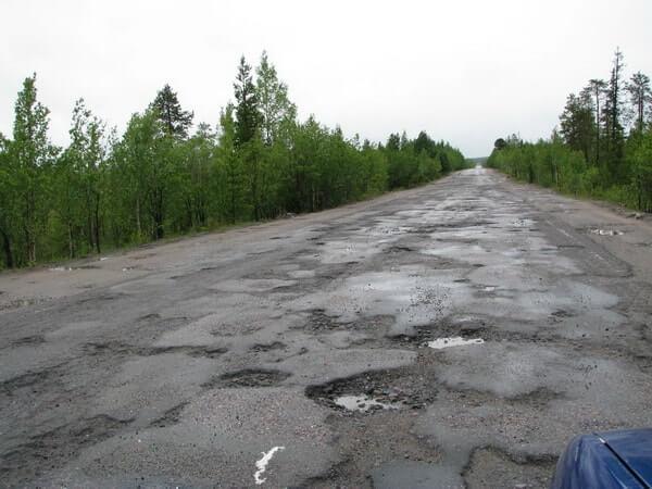 Изображение разбитой дороги