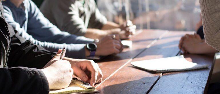 Снова совещание! Пробовали ли вы подсчитывать стоимость совещаний, которые вы проводите? Каждый раз, когда вы собираете 10 человек на одночасовой встрече или совещании, себестоимость такого мероприятия повышается в 10 раз